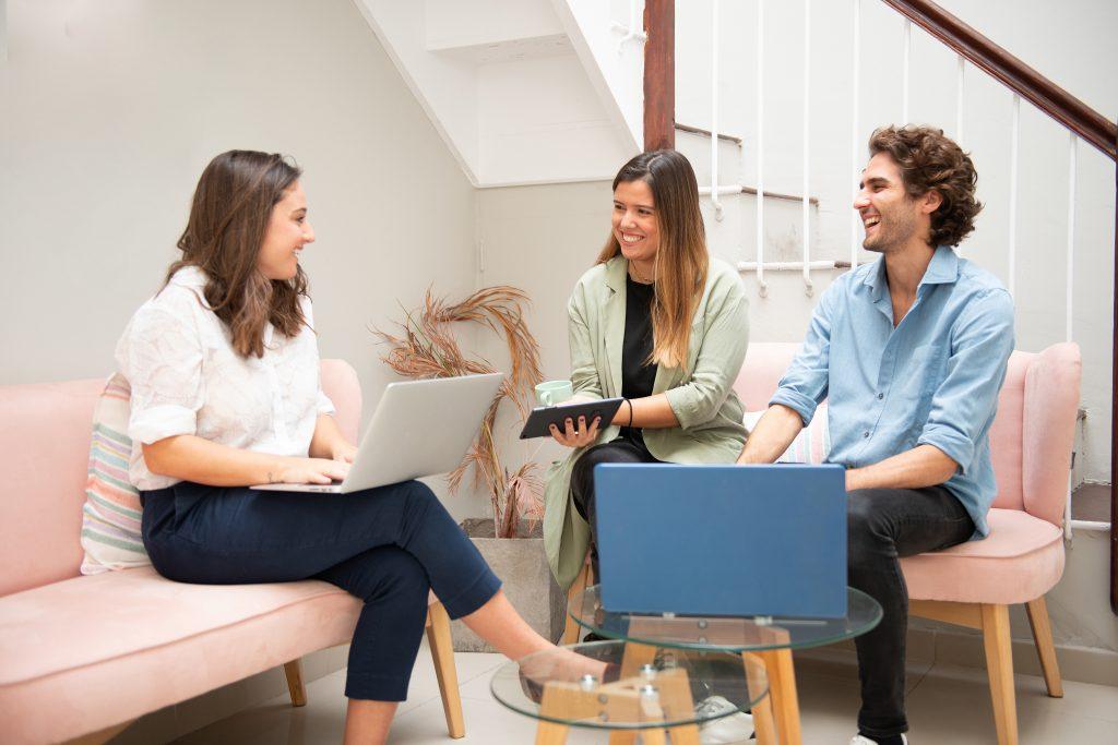 femme entrepreneure trouver des réseaux d'autres entrepreneures se sentir moins seule